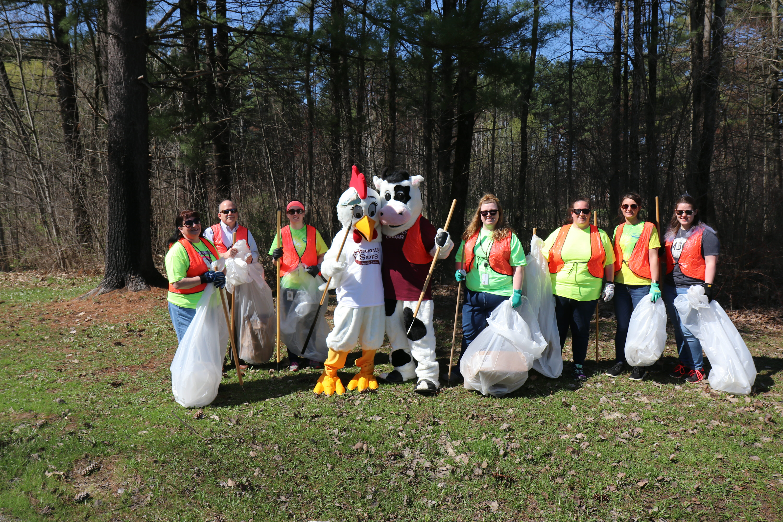 stewart's employees roadside cleanup
