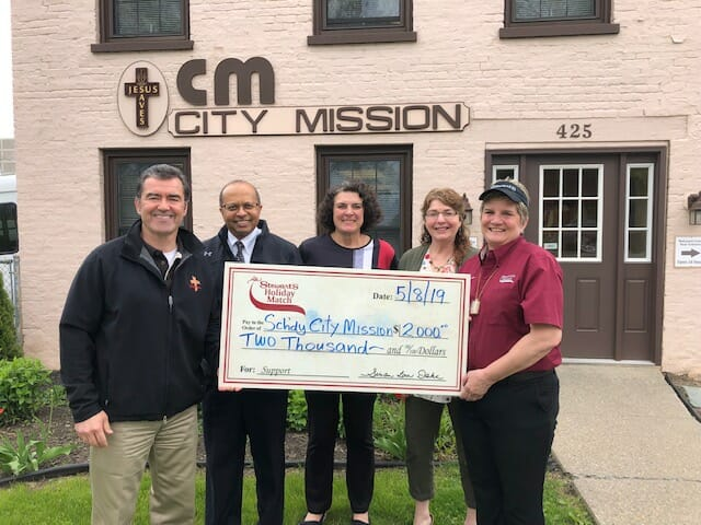Stewart's Shops Gives to Schenectady City Mission