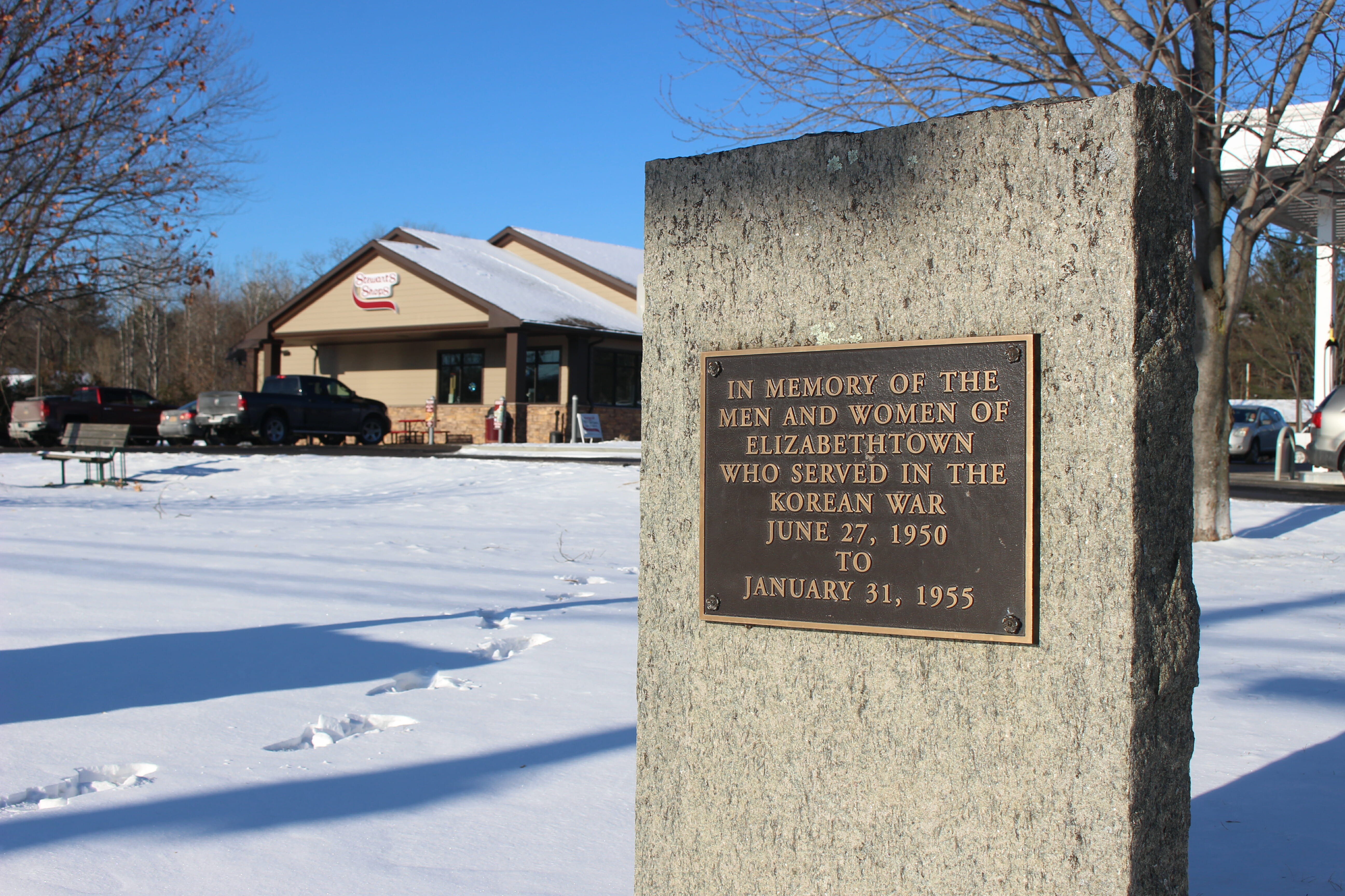 in memory of the men and women of elizabethtown who served in the korean war June 27, 1950 to January 31, 1955 plaque in front of the stewarts shop