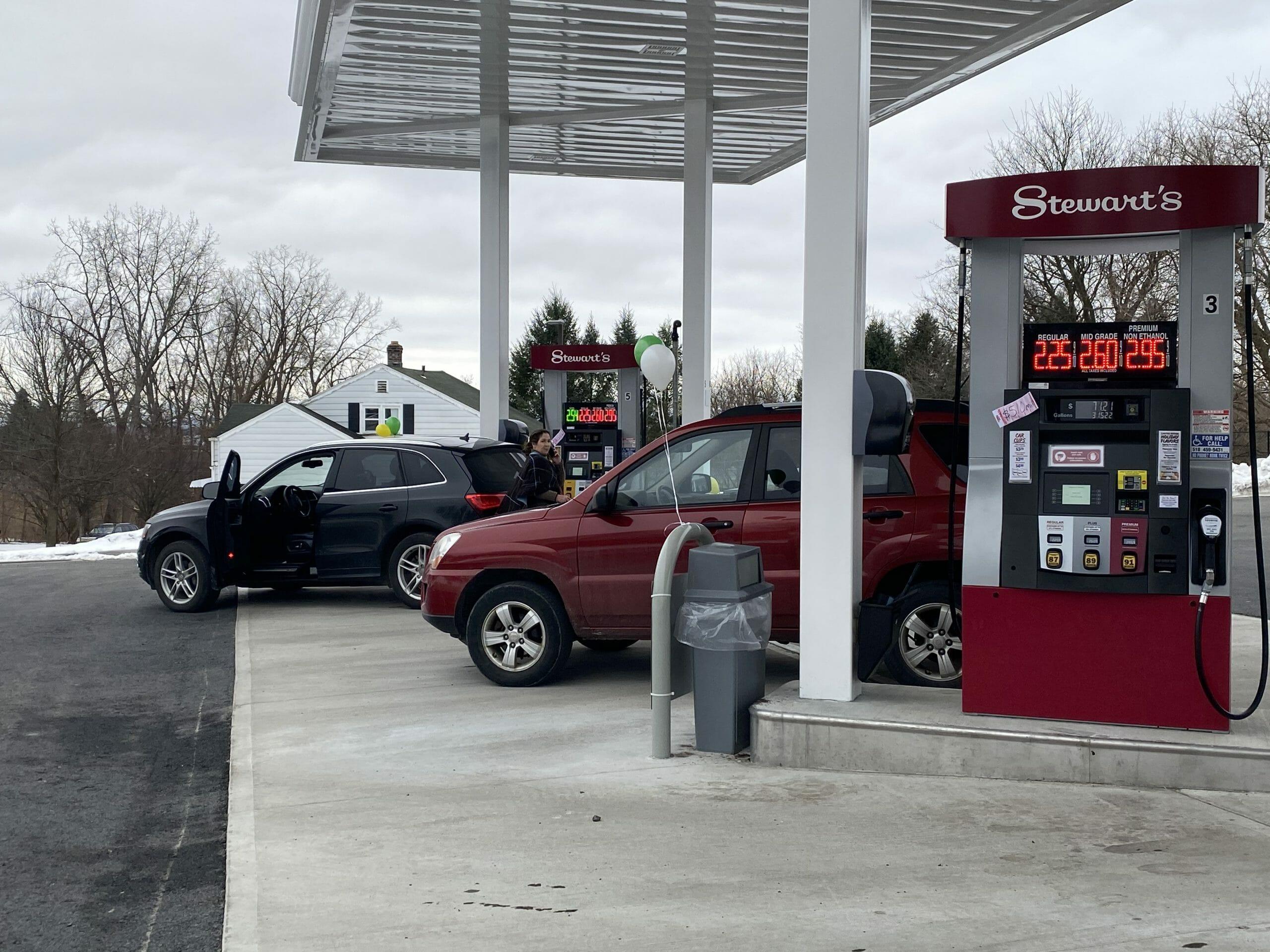 gas pumps everett rd
